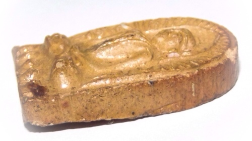 Side view of the amulet